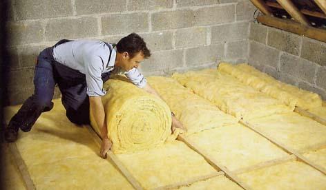 Isoler avec de la laine de verre couverture facile - Avantage laine de roche ...